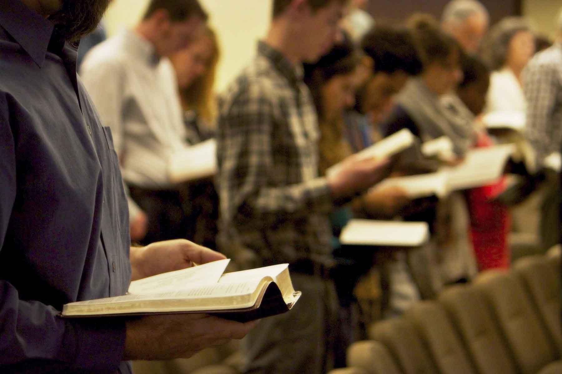 1800-congregation-Scripture-reading-PV-Bible-Church-Sunday-worship