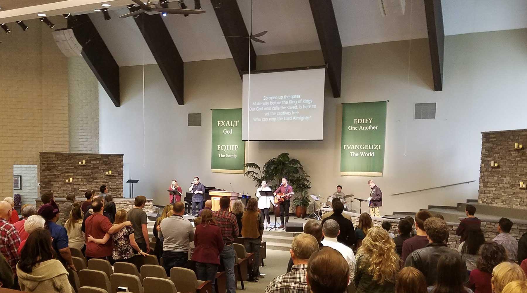 sidebar-church-worship-service
